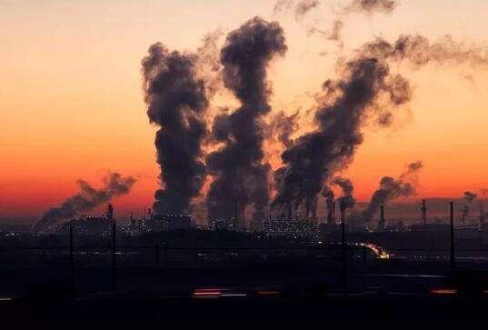 """生态环境部:""""五个精准""""应对秋冬季大气污染 重污染次数同比减50%"""